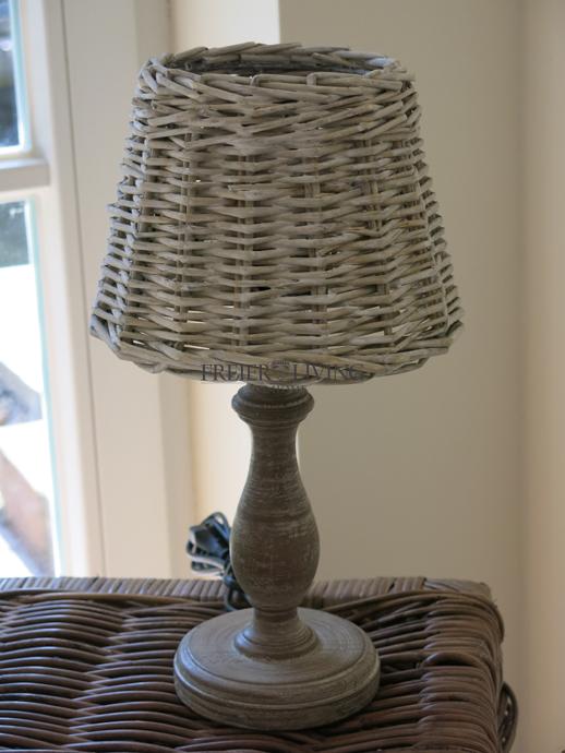 tischleuchte tischlampe holz rattan lampenschirm deko shabby chic landhausstil ebay. Black Bedroom Furniture Sets. Home Design Ideas